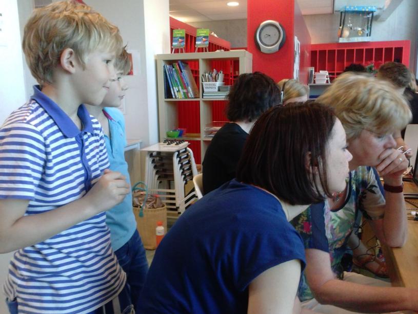 Leerlingen helpen leerkrachten
